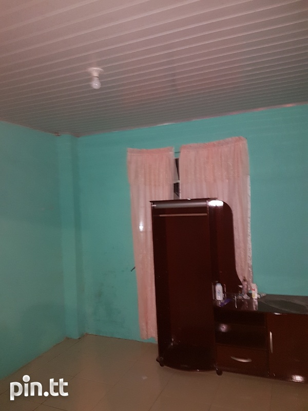 Small 2 bedroom downstairs apartment-2