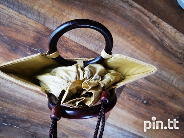 Woven Purse with Wooden Handle-3