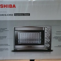Toshiba large convection rotiserrie toaster oven...new