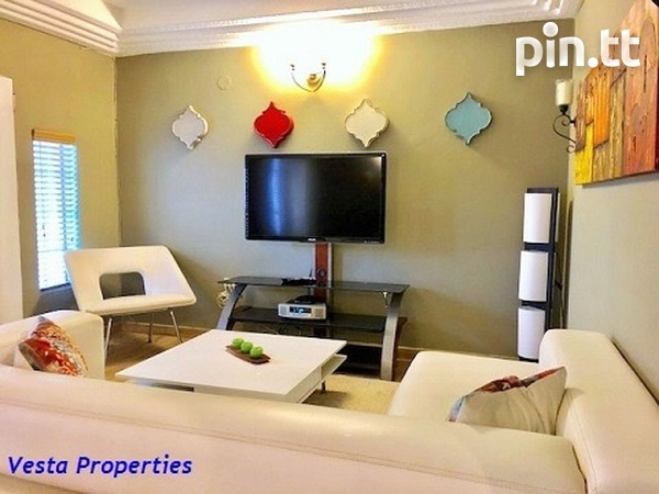 Gorgeous 3 bedrooms townhouse available-2