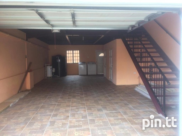 Retrench 3 Bedroom Trilevel Townhouse-7