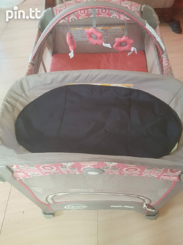 graco playard with changing station-1