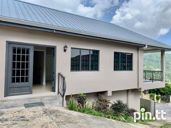House with 4 bedrooms unfurnished for occupancy-1