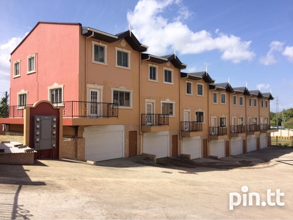 Retrench 3 Bedroom Trilevel Townhouse-1