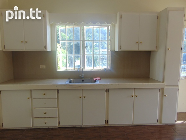 CASCADE UNFURNISHED 2 BEDROOM APARTMENT-2