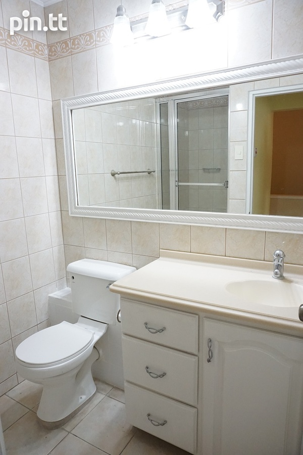 Highpoint Townhouse with 2 Bedrooms, Westmoorings-9