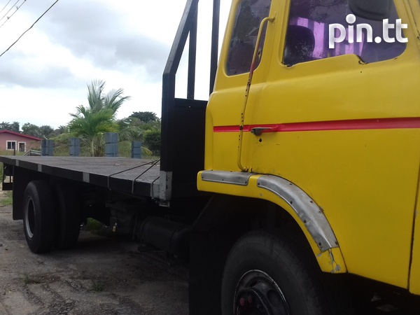 FLATBED TRUCK-2