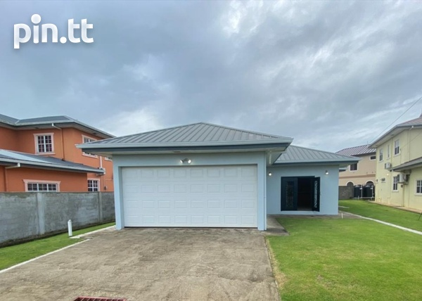 Savannah Court Freeport- 3 Bedroom House in a Gated Community-2