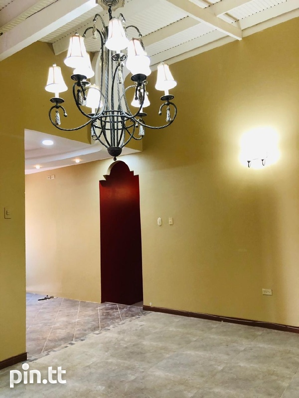 Arouca House with 3 Bedrooms-1