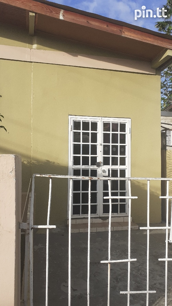 St James 3 bedroom House Appoved for Commercial Use.-4