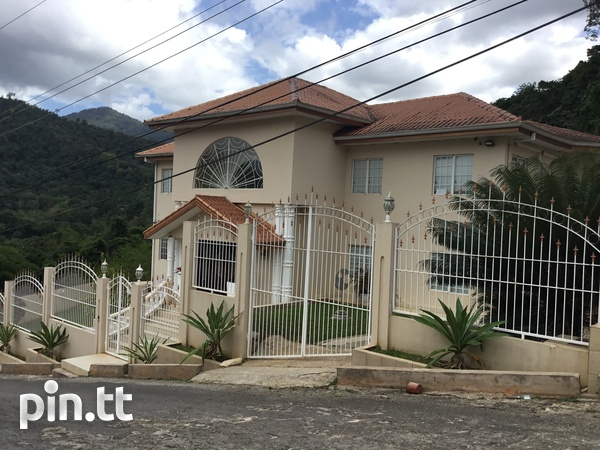 Majestic 4 Bedroom Hololo Heights Home-1