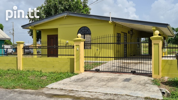 3 Bedroom house Couva, Roystonia quiet, residential, secure.-1