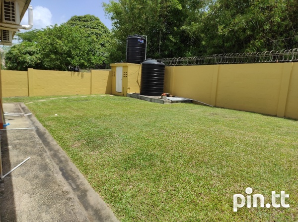 Dinsely Courts, Safe Community House with 3 Bedrooms-14