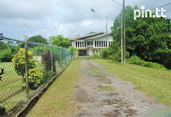 4 BEDROOM HOUSE ON 2 AND A HALF ACRES LAND ALL APPROVALS POINT FORTIN-3