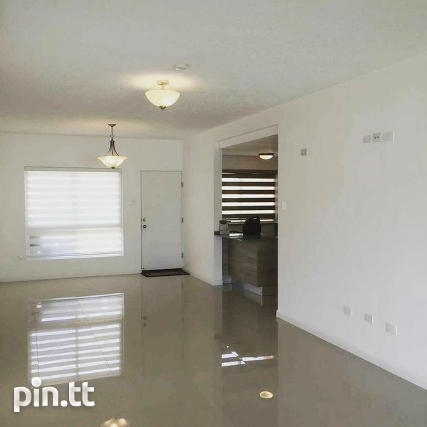 MONTROSE PLACE 3 BEDROOM TOWNHOUSE-3