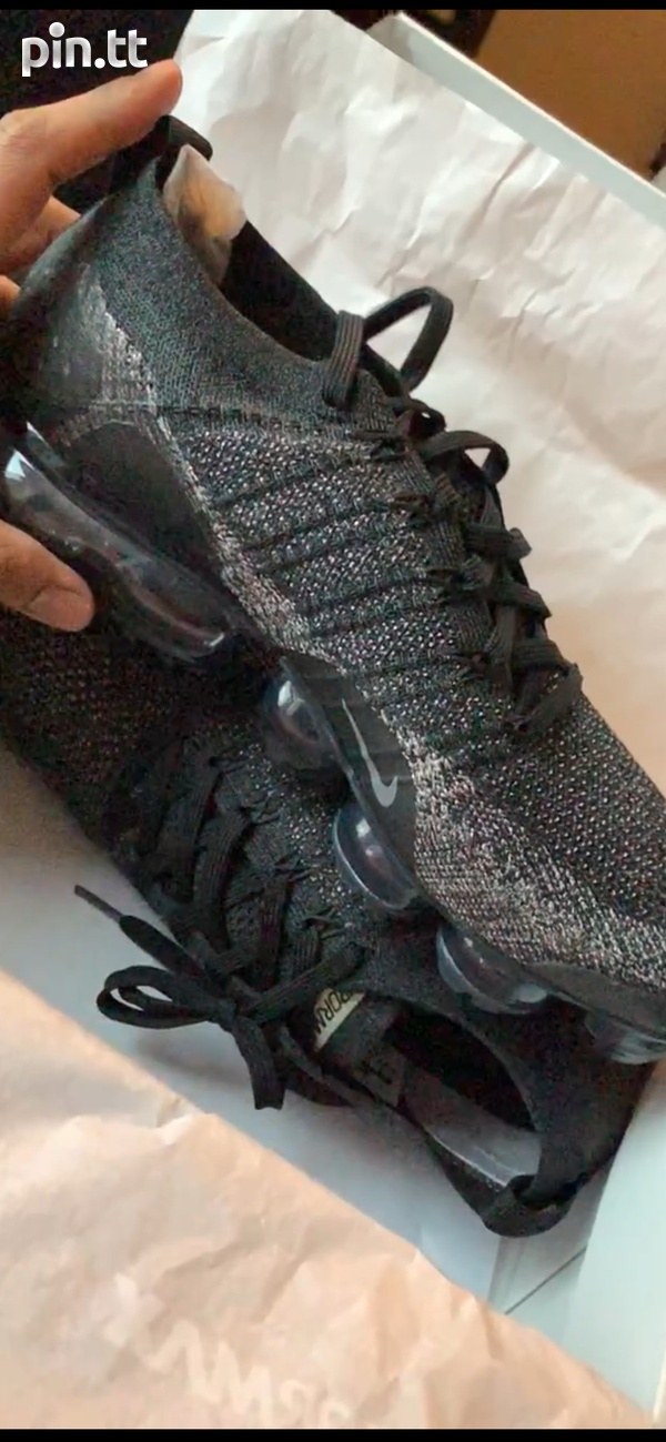 Nike_black_with _gold_flakes_flyknit 2 VaporMax-2