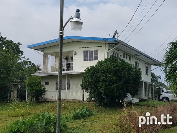 Upstairs 3 Bedroom House Chin Chin Road-1