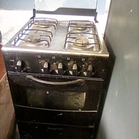 Gas stove, 4 burner, works perfectly