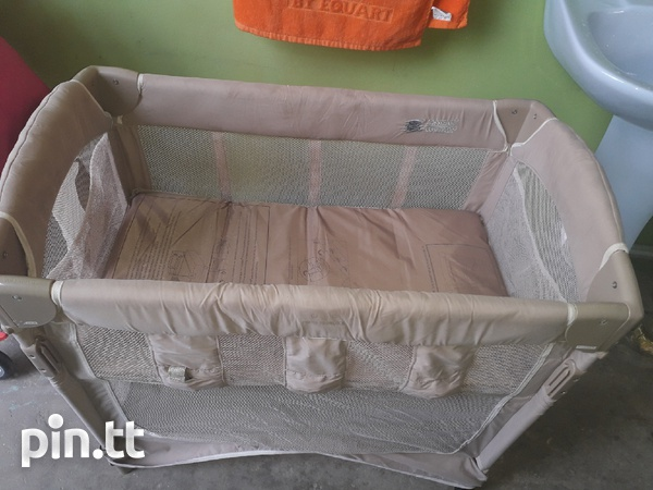 Brown bassinet/playpen-1