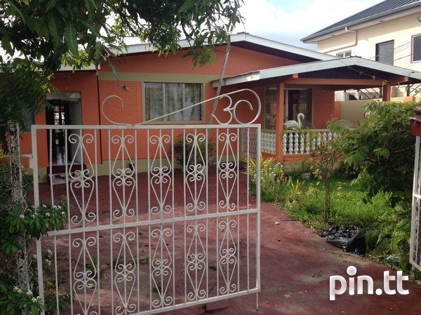 Caroni house with 3 bedrooms-1