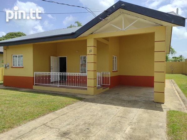 Dinsely Courts, Safe Community House with 3 Bedrooms-1