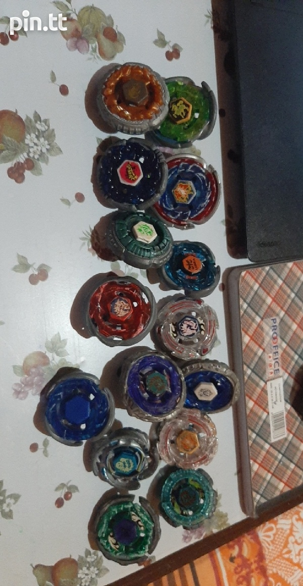 Beyblades with carry kit-1