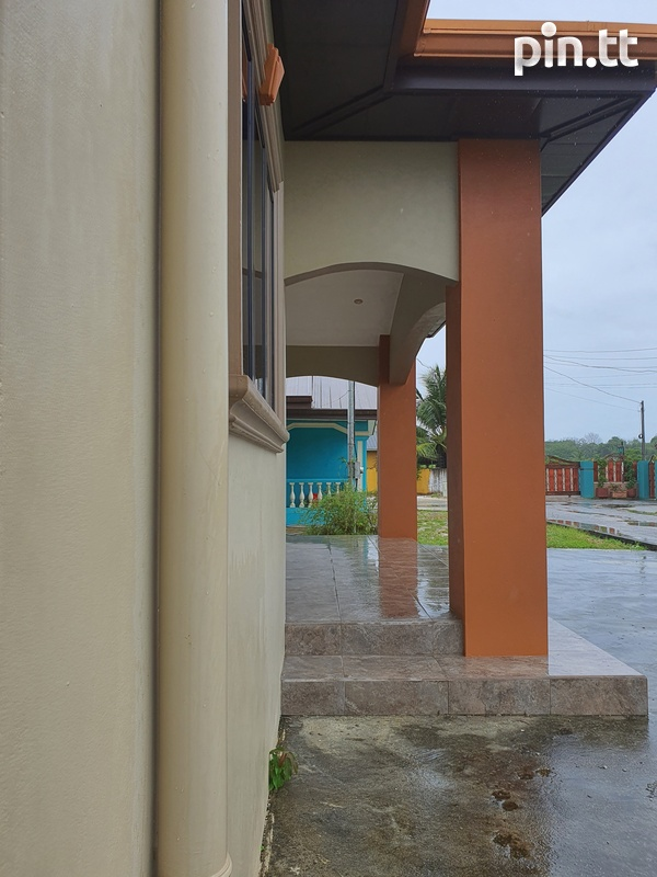 Sangre Grande Fishing Pond Road House with 3 Bedrooms-2