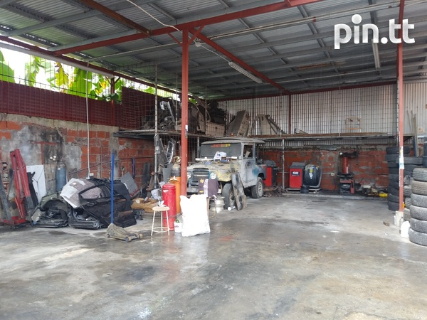 Well equipped Circular rd Belmont tyre shop-3