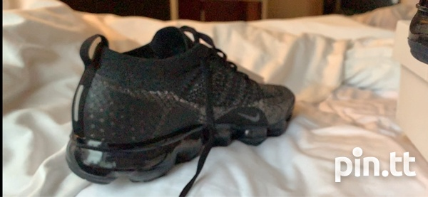 Nike_black_with _gold_flakes_flyknit 2 VaporMax-5