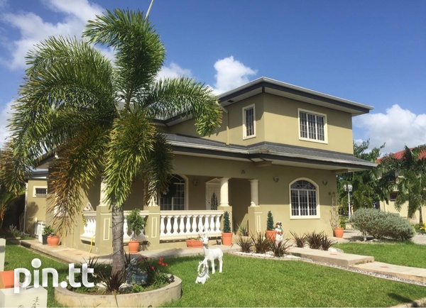 Palm View Gardens House with 4 Bedrooms-1