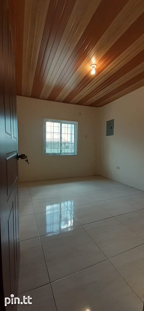 TRINCITY 2 BEDROOM APARTMENT-7