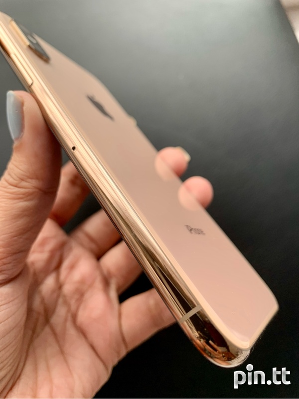 Gold IPhone XS + Accessories-7