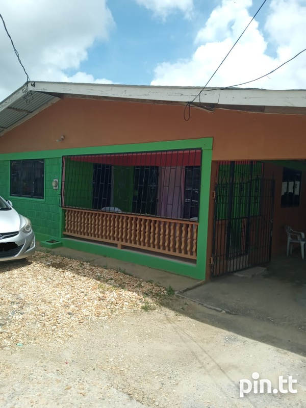 Two houses with three bedrooms each, Brazil Village-4