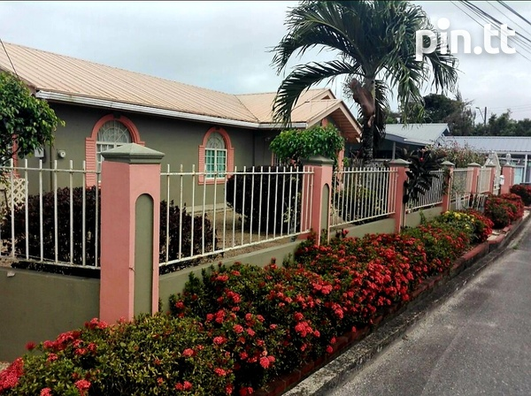 Chase Village House with 3 Bedrooms 3 Baths-1