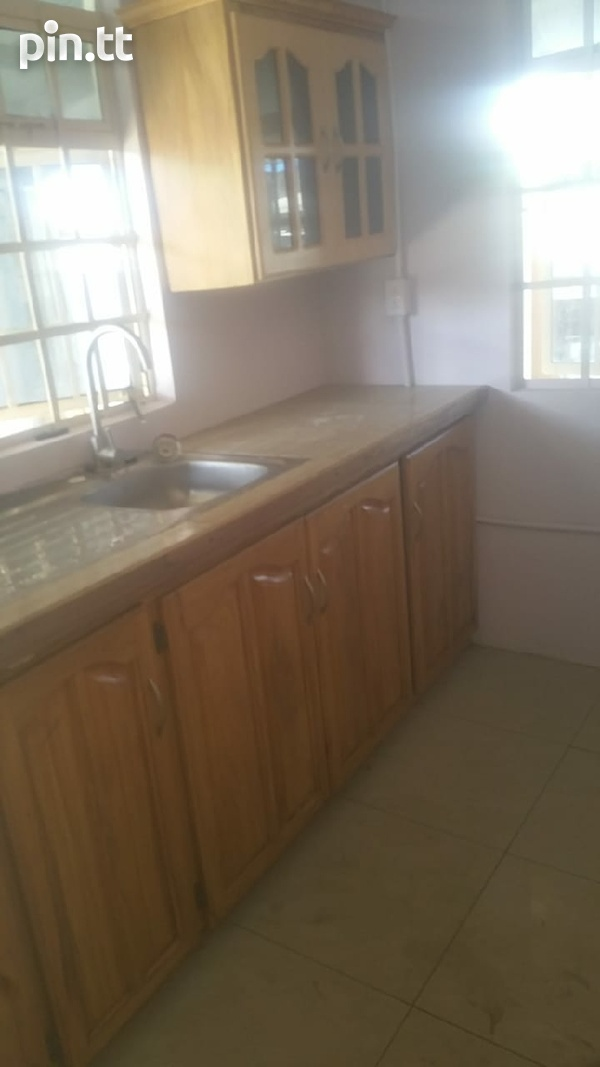 3 bdrm house 2mins away from bus route, police station, drug and grocery store.-2