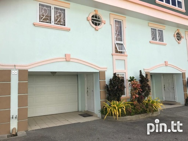 CASCADE-FULLY FURNISHED AND EQUIPPED 3 BEDROOM TOWNHOUSE-8