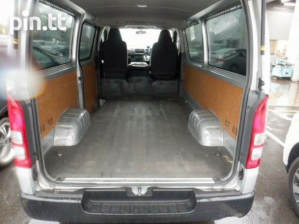 Toyota Hiace, 2015, ROLL ON ROLL OFF-3