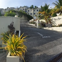 Tri-Level Townhouse in Gated Community, Hillcrest Manor, Petit Valley
