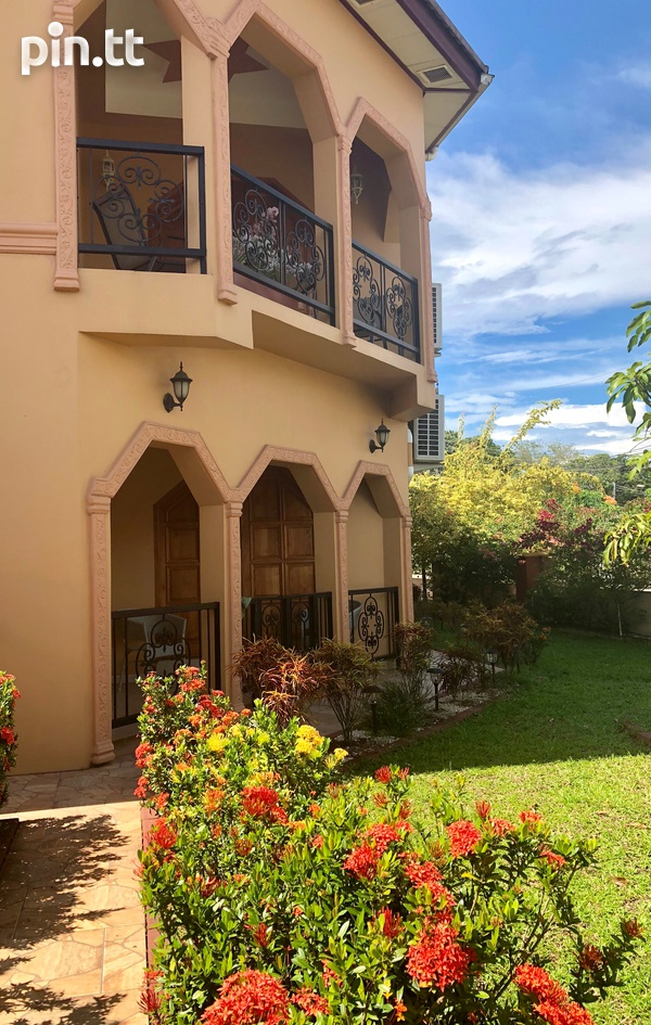Holiday / Business Executive Rental with 8 bedrooms-1
