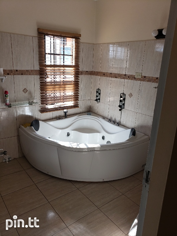 Executive Fully furnished 3 Bedroom Townhouse-5