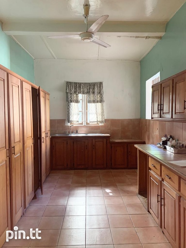 4 BEDROOM CHAMPS ELYSEE, EARLY MARAVAL HOUSE-7