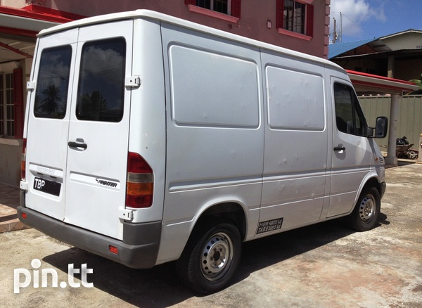 2002 Mercedes Benz Sprinter van-9