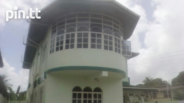 Arima house with 4 bedrooms-2