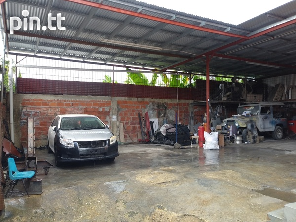 Well equipped Circular rd Belmont tyre shop-8