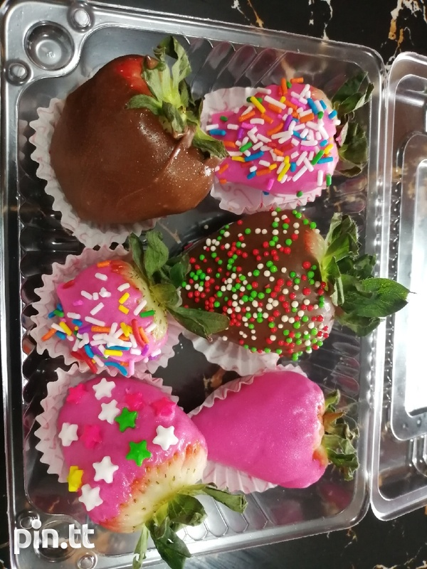 Valentines day sweet box and chocolate covered strawberries-7