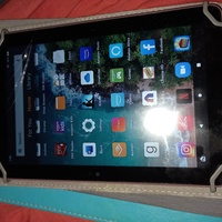 10th generation 8inch 32gb Amazon tablet,small crack right corner work like new