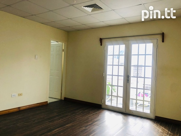 Brentwood Townhouse with 3 bedrooms-15