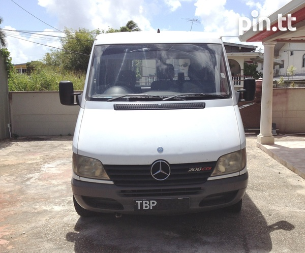 2002 Mercedes Benz Sprinter van-1