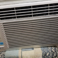 LG Room Air conditioning unit with remote 6500 Btu/h