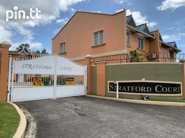 Fully Furnished Strafford Court 3 Bedroom Townhouse-2